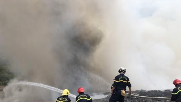 Hiện lực lượng chức năng đang điều tra rõ nguyên nhân vụ cháy