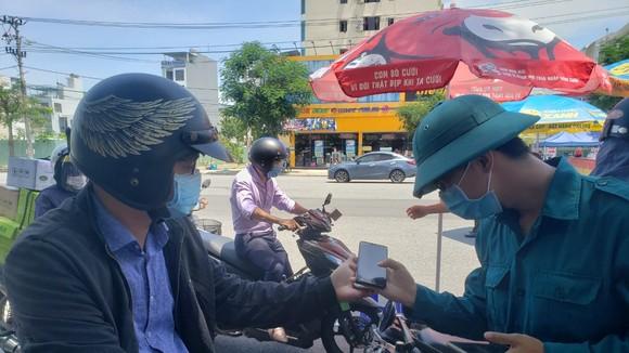 Linh hoạt cấp giấy đi đường sớm cho người dân