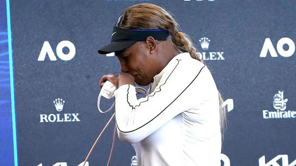 Serena rời phòng họp báo Australian Open trong nước mắt