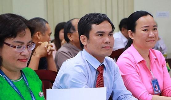 TS. Đào Tuấn Hậu, Trưởng Khoa Triết học, Trường ĐH KHXH & NV TPHCM (ngồi giữa)
