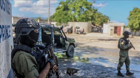 Binh sĩ Haiti gác tại thủ đô Port-au-Prince ngày 6-10-2021. Ảnh (tư liệu): AFP/TTXVN