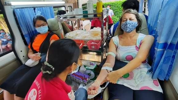 Người nước ngoài tham gia hiến máu