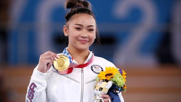 Sunisa Lee xuất sắc giành HCV nội dung toàn năng ở Olympic Tokyo 2020. Ảnh: GETTY IMAGES
