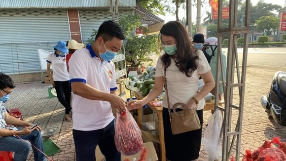 Bình Phước mở thêm nhiều điểm tiêu thụ nông sản.