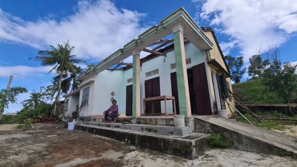 Lốc xoáy diễn ra rất nhanh, chỉ trong vòng vài phút khiến nhiều người dân không kịp di chuyển tài sản