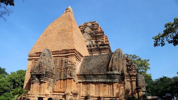 Tháp bà Ponagar ở Nha Trang đón khách từ ngày 15-10. Ảnh: QUỲNH ANH