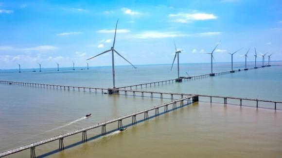 25 trụ điện gió đã được lắp đặt hoàng chỉnh. Ảnh: QUỐC HÙNG