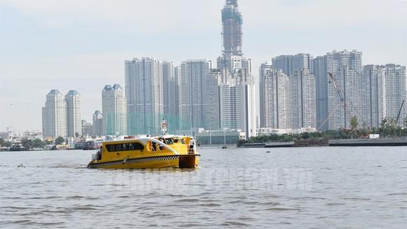 Tuyến buýt đường sông bến Bạch Đằng – Linh Đông.