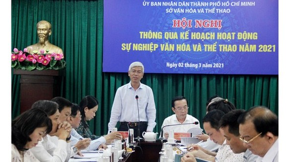 Deputy Chairman of HCMC People's Committee, Vo Van Hoan chairs the conference. (Photo: SGGP)