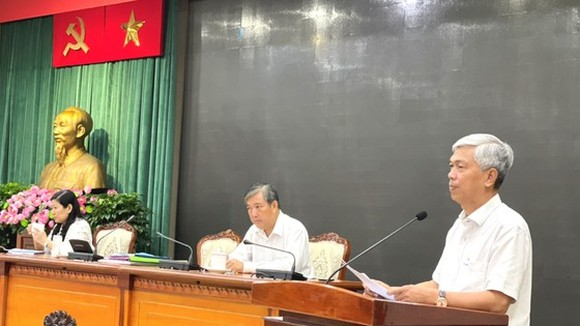 Deputy Chairman of HCMC People's Committee, Vo Van Hoan speaks at a working session with the HCMC Statistical Office. (Photo: SGGP)