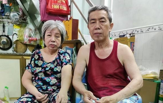 簡錫清李晶瑩夫婦都行動不便。