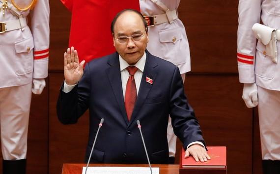 新任國家主席阮春福宣誓就職。(圖源:VGP)