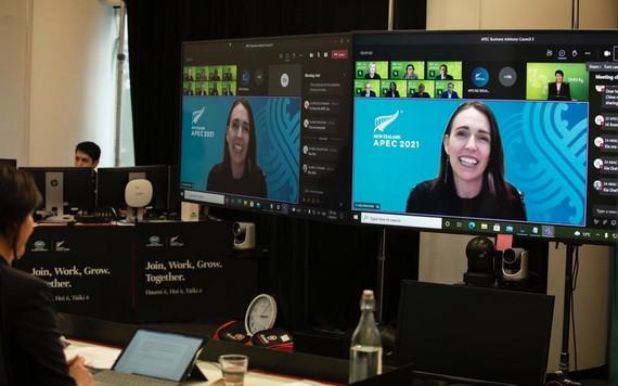 新西蘭總理阿德恩出席 APEC視頻會議並發表講話。(圖源:APEC推特)