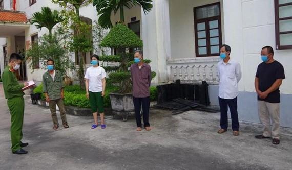 被抓獲的 5名歹徒。(圖源:警方提供)