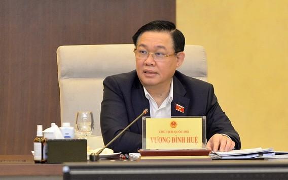 國會主席王廷惠在會上發言。(圖源:Quochoi.vn)