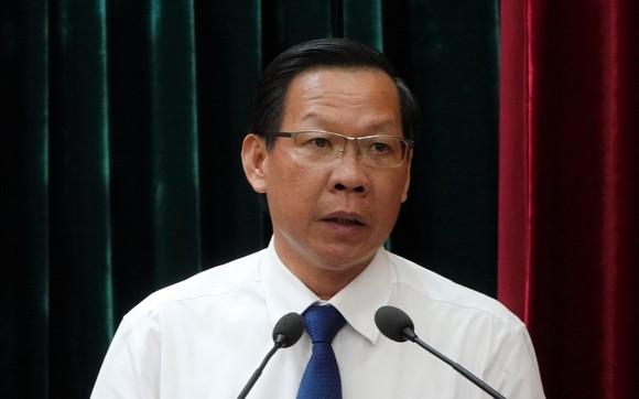 黨中央委員、市委常務副書記、市人委會主席、第十五屆市國會代表團長潘文邁