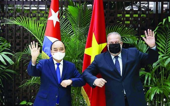國家主席阮春福與古巴總理曼努埃爾·馬雷羅·克魯斯。