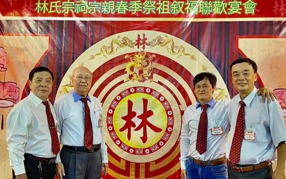 林漢强老師(左二)與林氏宗親合照。