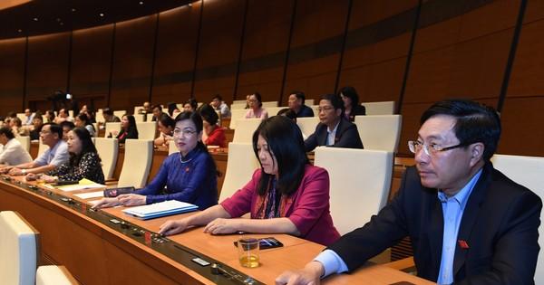 Chính thức miễn nhiệm Bộ trưởng Bộ Giáo dục - Đào tạo Phùng Xuân Nhạ và 12 thành viên Chính phủ  