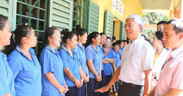 Phó Chủ tịch UBND TPHCM Võ Văn Hoan thăm, chúc tết...