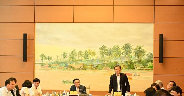 Chủ tịch Quốc hội Vương Đình Huệ làm việc với Thường trực Ủy ban Khoa học, Công nghệ và Môi trường