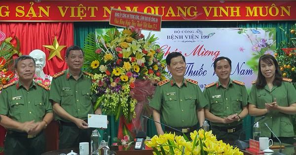 Thứ trưởng Bộ Công an thăm, chúc mừng Bệnh viện 199 nhân Ngày Thầy thuốc Việt Nam