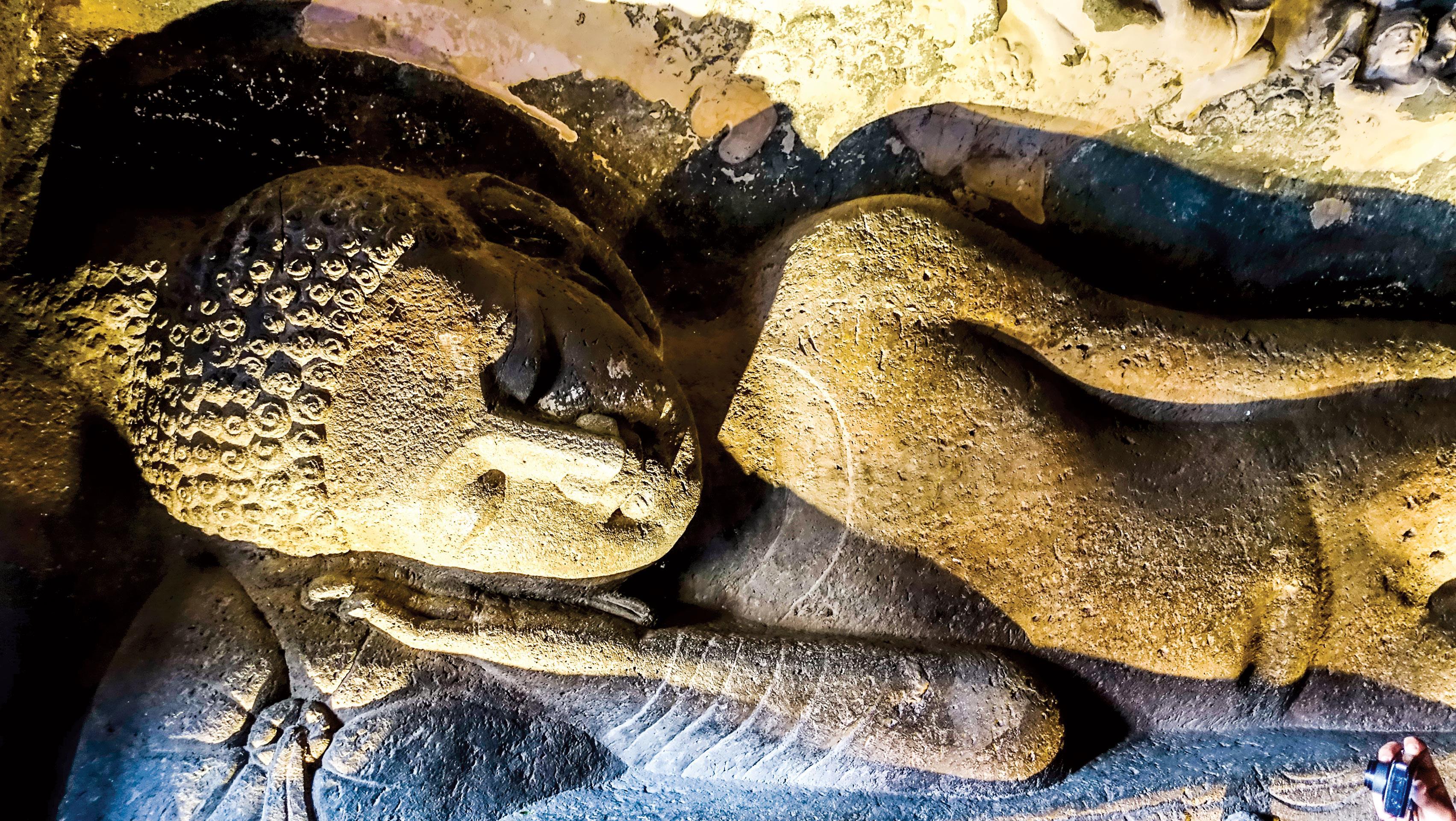Hang động Phật giáo 2.200 năm tuổi trong rừng sâu ảnh 3