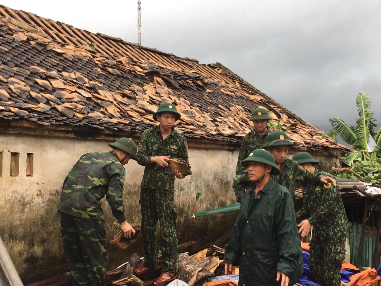 Bão số 5 đổ bộ miền Trung gây lốc xoáy, mưa lớn và ngập úng ảnh 11