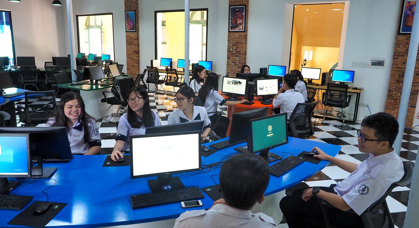 """Đến thăm thư viện """"5 sao"""" Trường THPT chuyên Trần Đại Nghĩa ảnh 12"""
