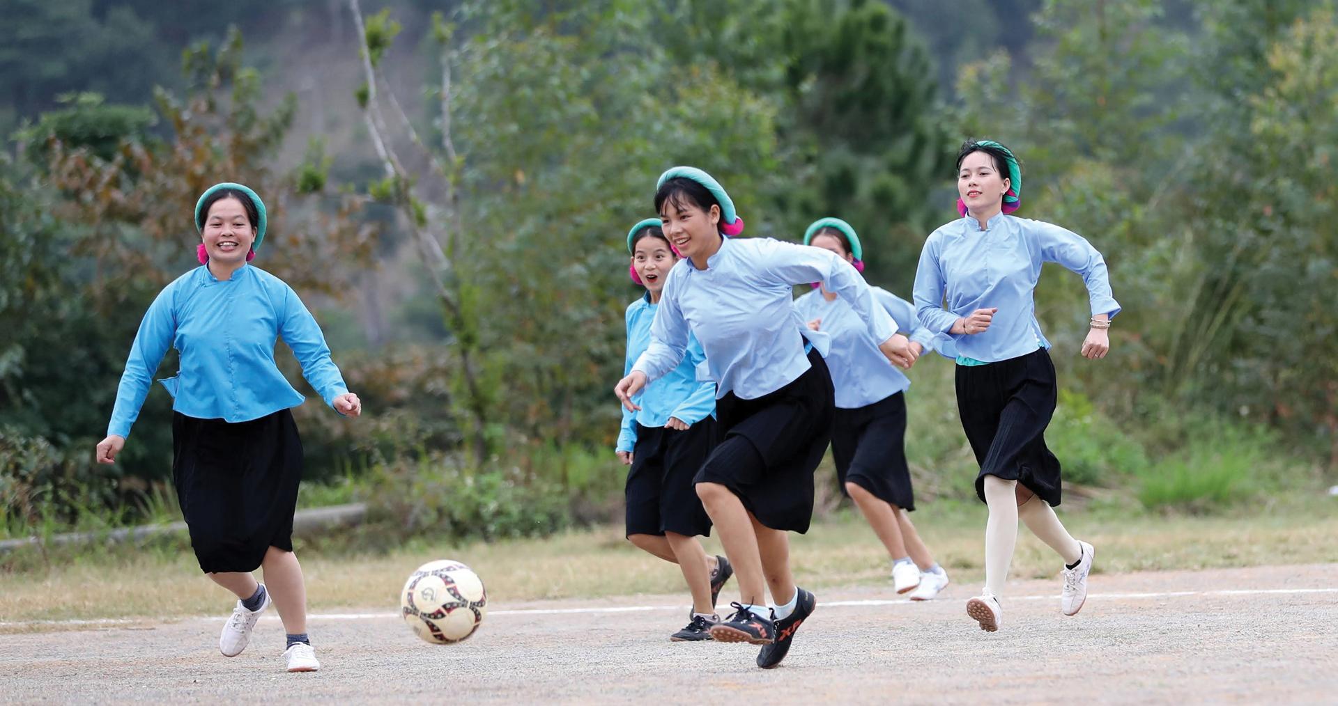 Những nữ cầu thủ ở Húc Động ảnh 8