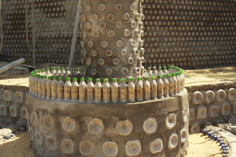 Độc đáo ngôi chùa được xây bằng 60.000 vỏ chai nhựa  ảnh 10