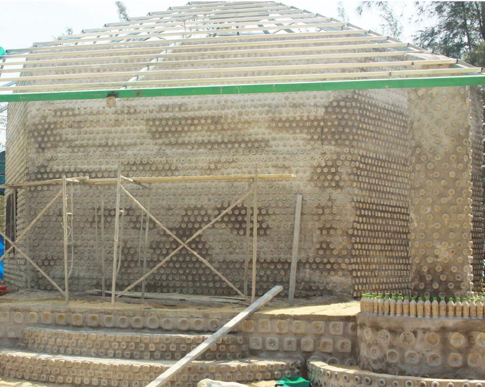 Độc đáo ngôi chùa được xây bằng 60.000 vỏ chai nhựa  ảnh 16
