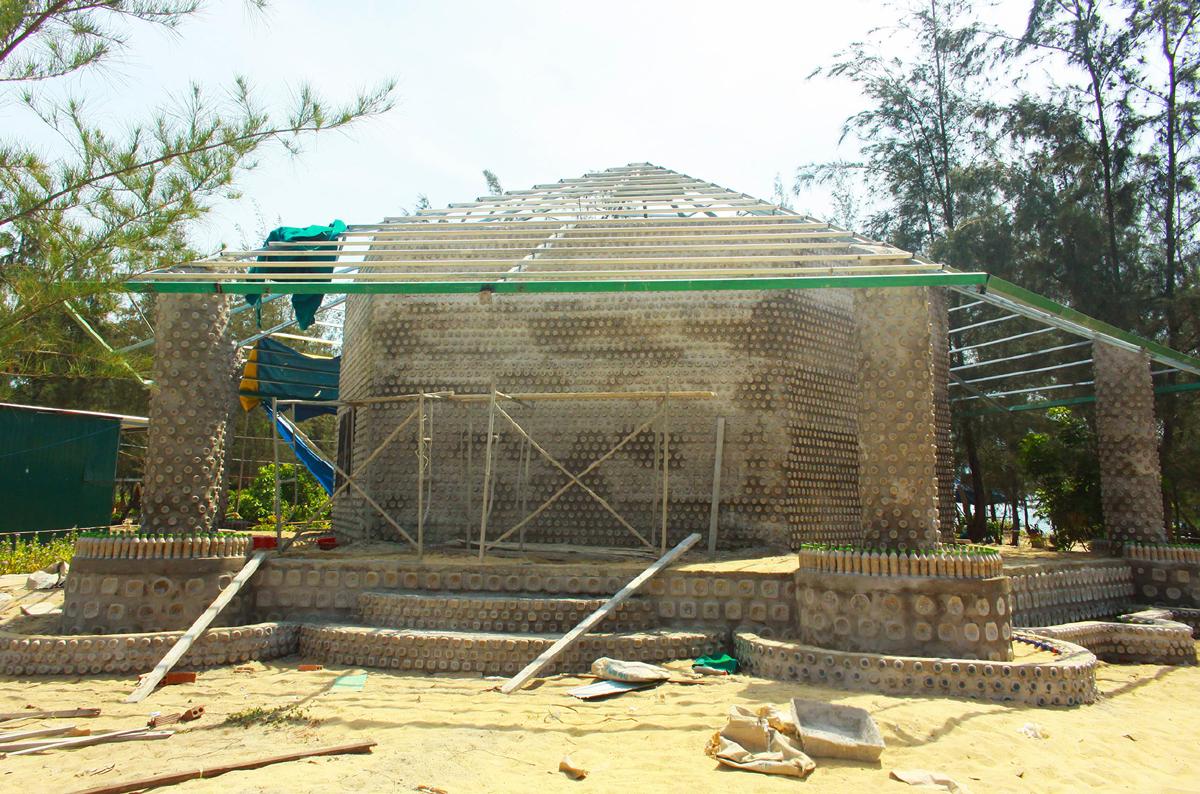 Độc đáo ngôi chùa được xây bằng 60.000 vỏ chai nhựa  ảnh 19