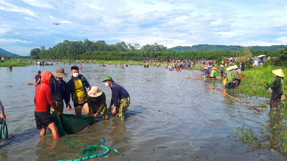 Độc đáo lễ hội đánh cá Đồng Hoa ảnh 10