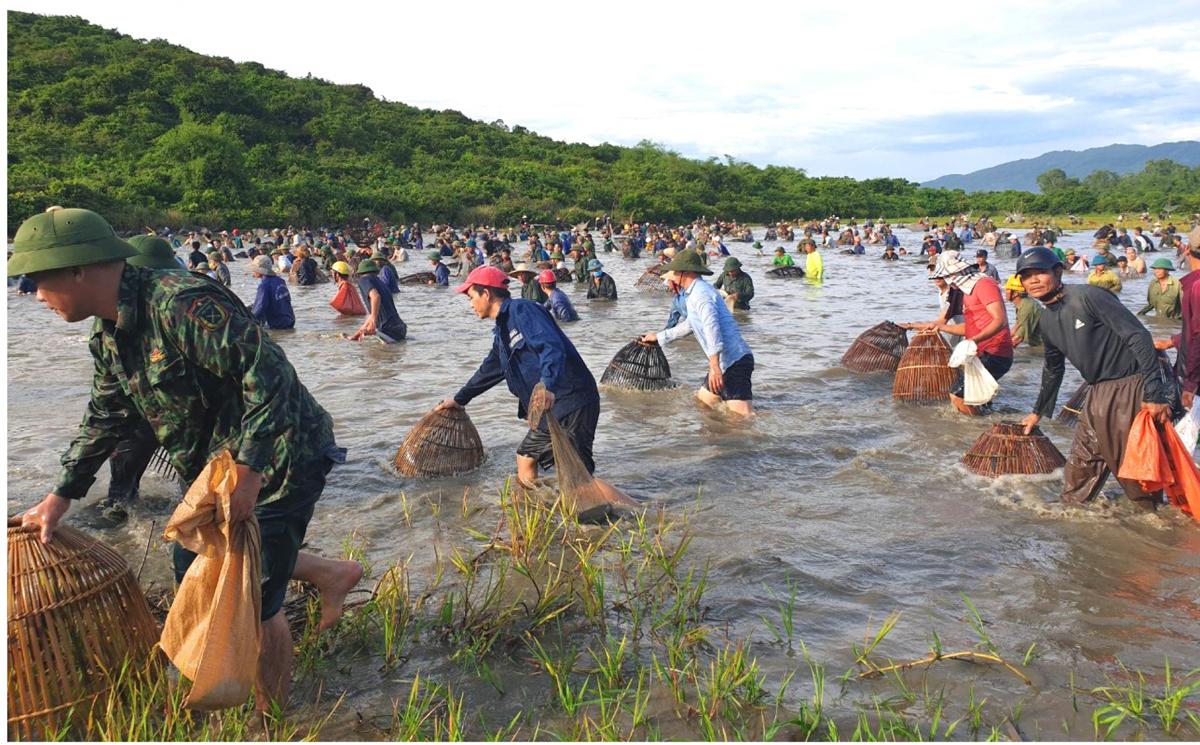 Độc đáo lễ hội đánh cá Đồng Hoa ảnh 13