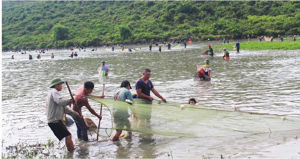 Độc đáo lễ hội đánh cá Đồng Hoa ảnh 14