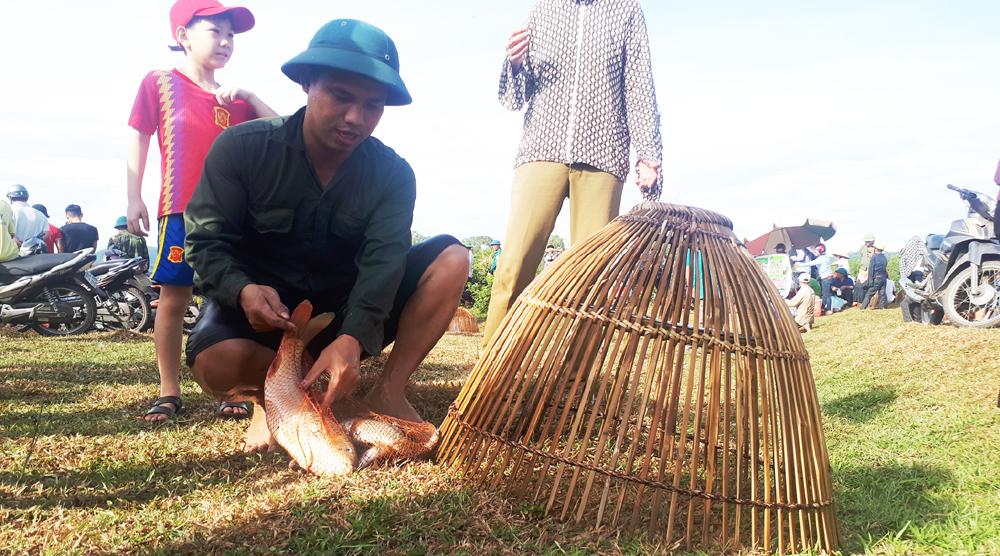 Độc đáo lễ hội đánh cá Đồng Hoa ảnh 20