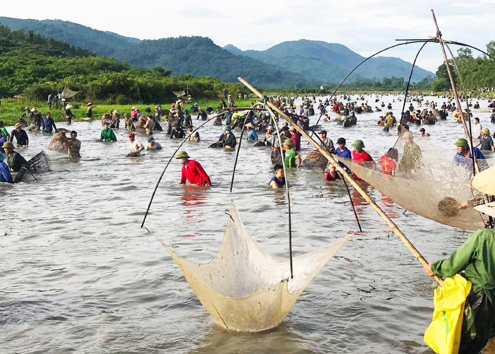Độc đáo lễ hội đánh cá Đồng Hoa ảnh 23