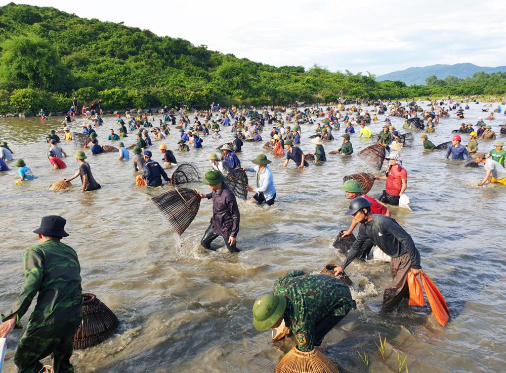 Độc đáo lễ hội đánh cá Đồng Hoa ảnh 24