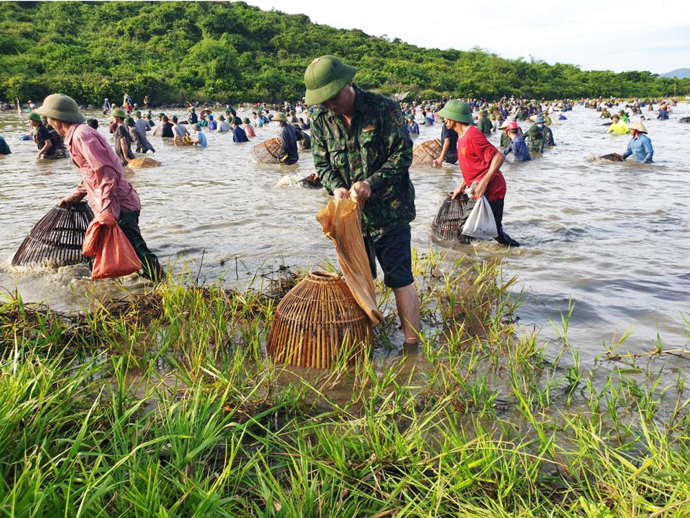 Độc đáo lễ hội đánh cá Đồng Hoa ảnh 25