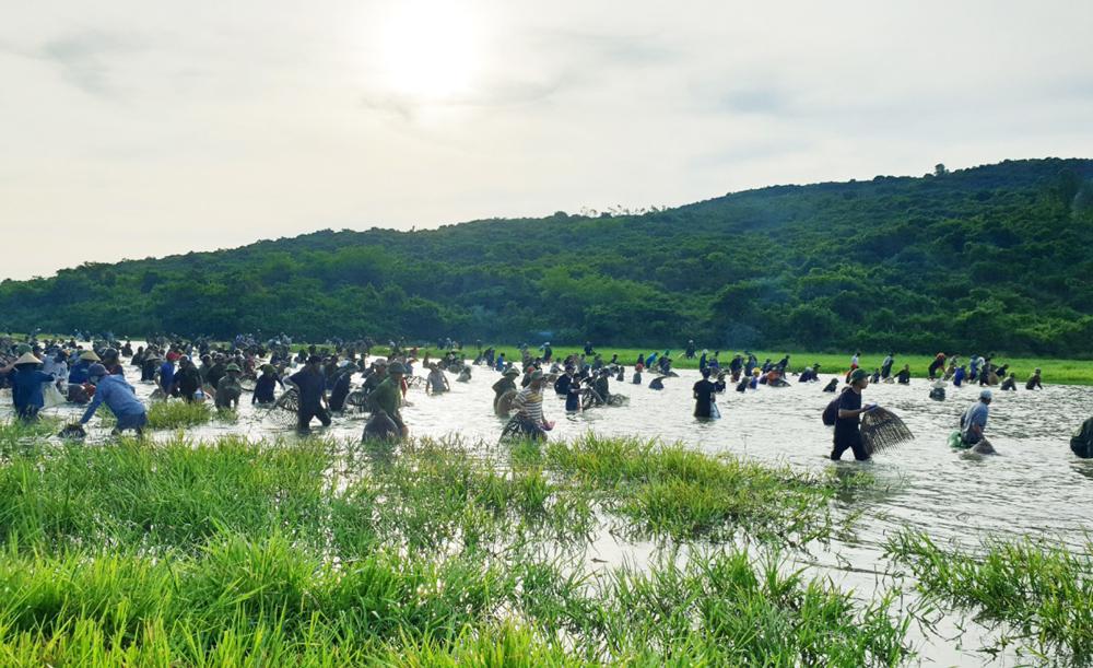 Độc đáo lễ hội đánh cá Đồng Hoa ảnh 4