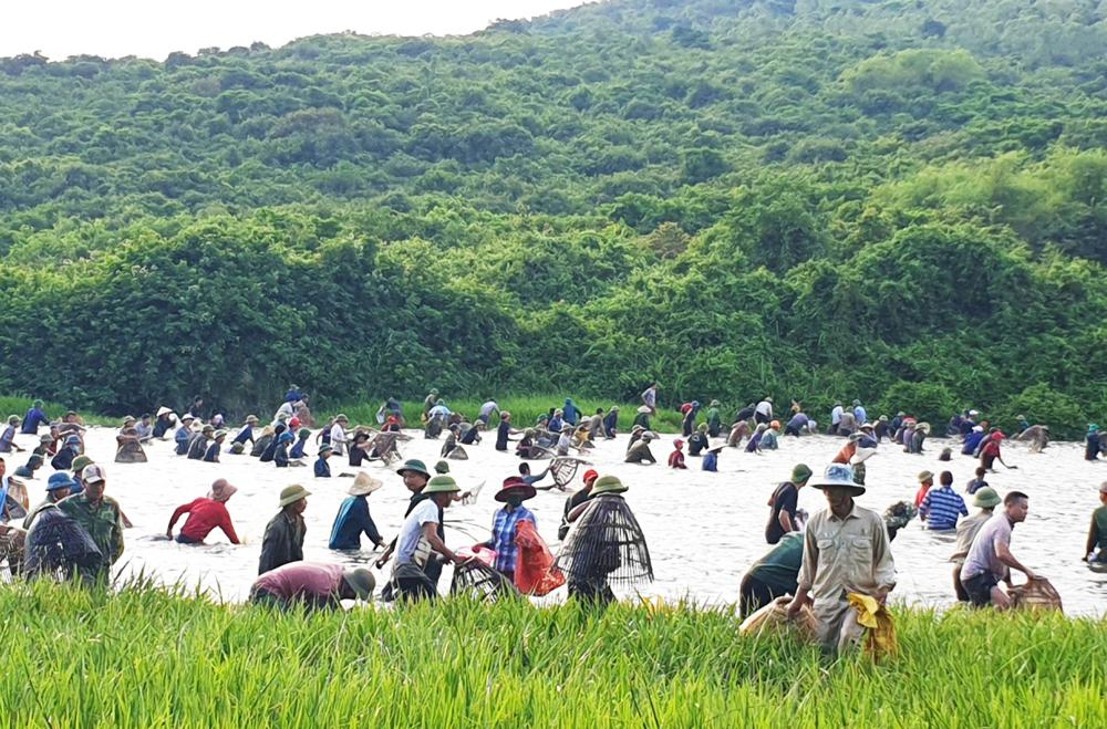 Độc đáo lễ hội đánh cá Đồng Hoa ảnh 5