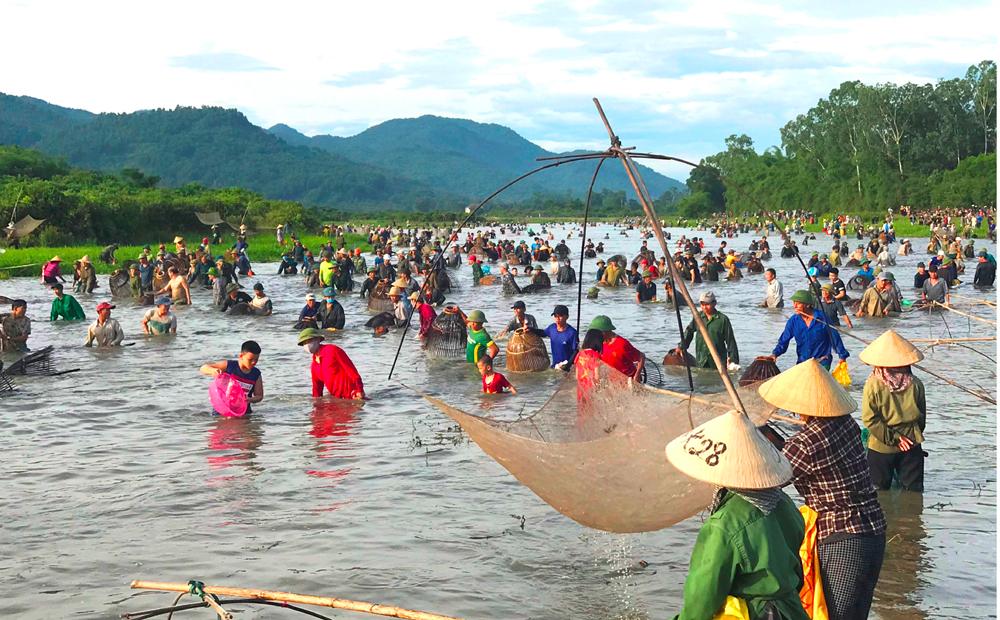 Độc đáo lễ hội đánh cá Đồng Hoa ảnh 7