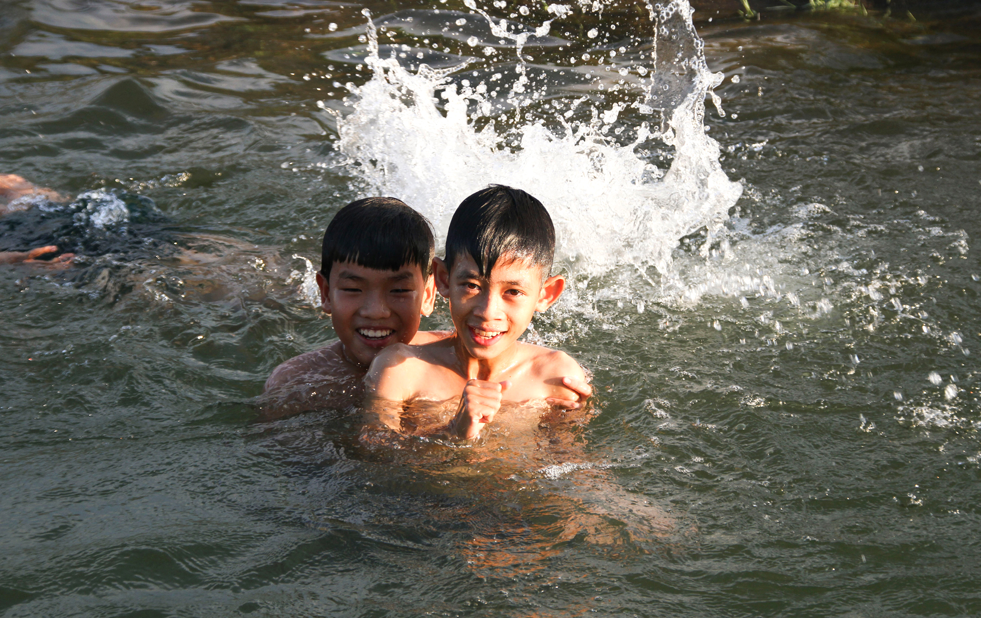 Thầy giáo 'nắn' dòng kênh thủy lợi mở lớp dạy bơi miễn phí ảnh 21