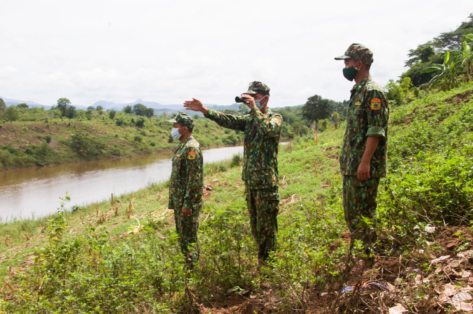 Vượt khó bám chốt, tuần tra biên giới phòng chống dịch ảnh 38