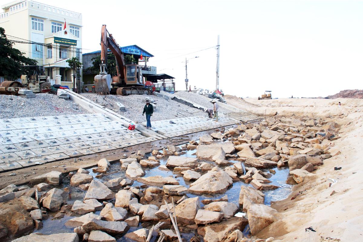 Kè biển 99 tỷ đồng 'lên dây cót' trước mùa mưa bão ảnh 12