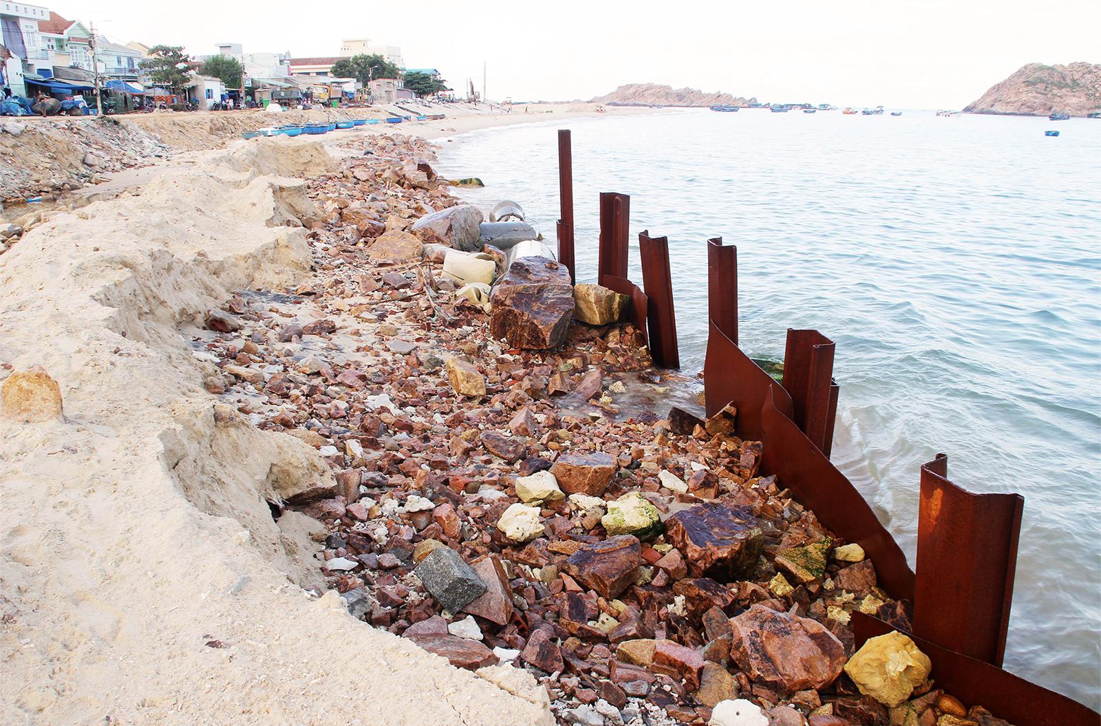 Kè biển 99 tỷ đồng 'lên dây cót' trước mùa mưa bão ảnh 14