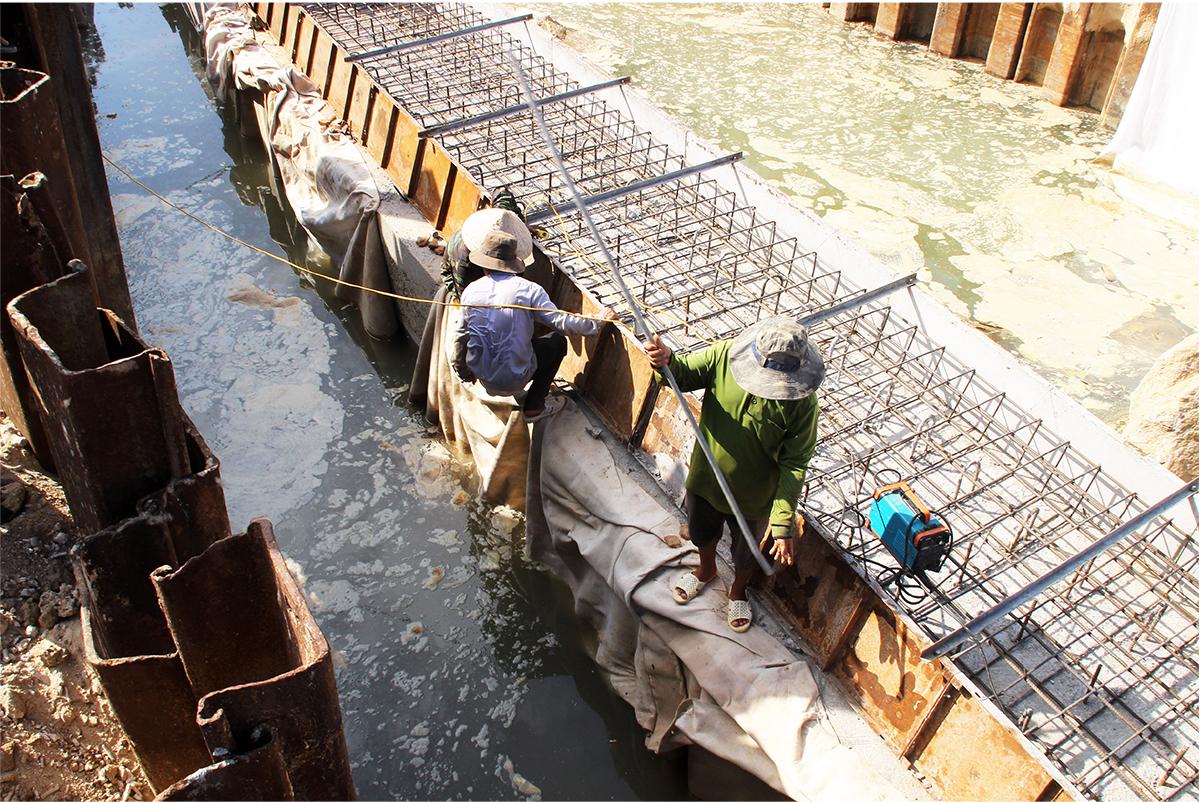 Kè biển 99 tỷ đồng 'lên dây cót' trước mùa mưa bão ảnh 16