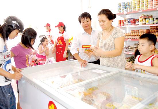 TPHCM: 16.000 ty dong hang hoa phuc vu Tet