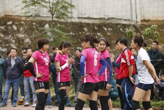 """Bùi Thị Huệ (bìa trái) trở lại để """"gánh team"""" Thái Bình."""